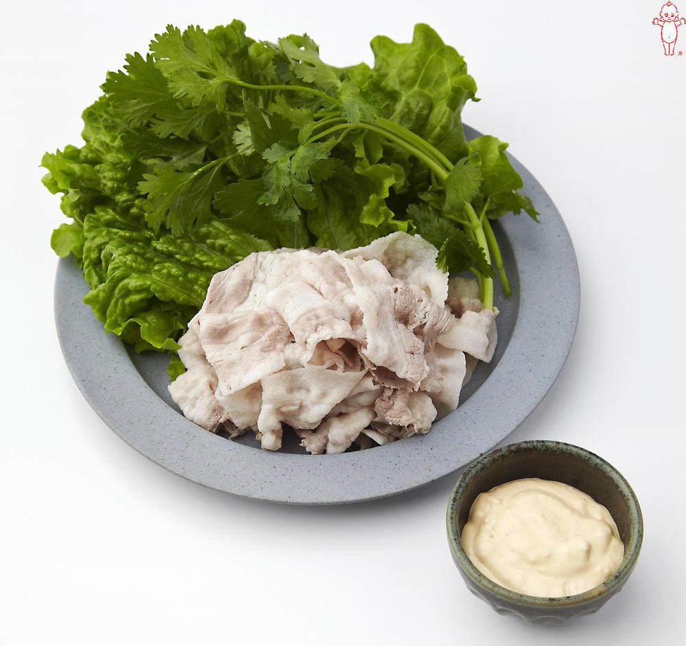 写真:豚しゃぶの葉っぱ巻き 香味マヨソース
