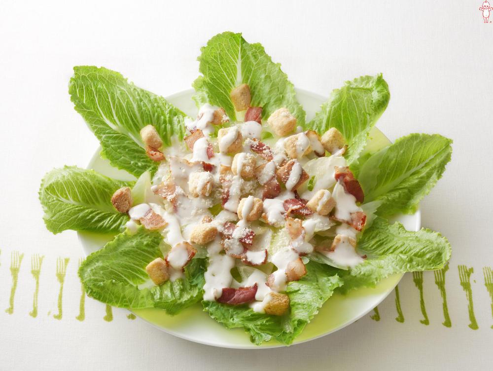 写真:ロメインレタスのシーザーサラダ