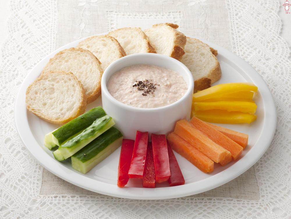 写真:ツナとクリームチーズのディップソース バゲット添え
