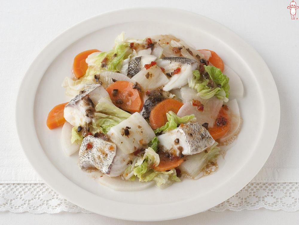 写真:レンジでかんたん!たらと季節野菜の蒸しサラダ