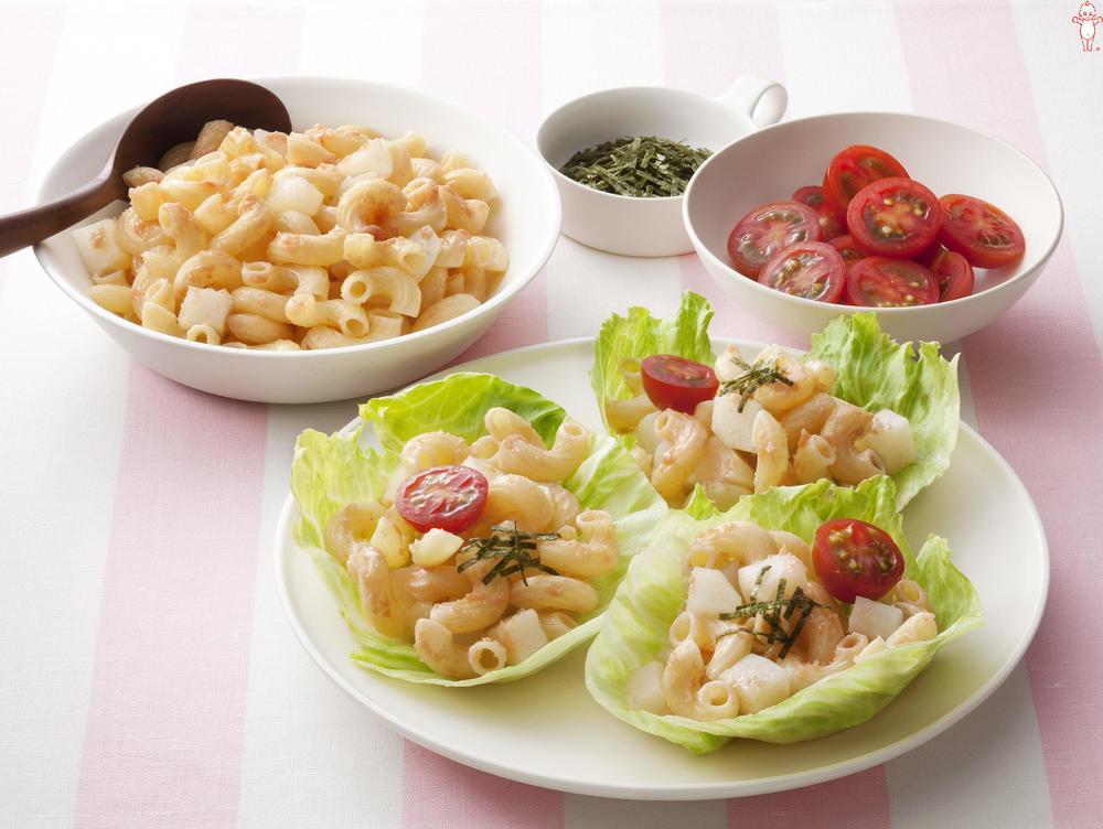写真:じゃがいもとマカロニのレタス巻きサラダ