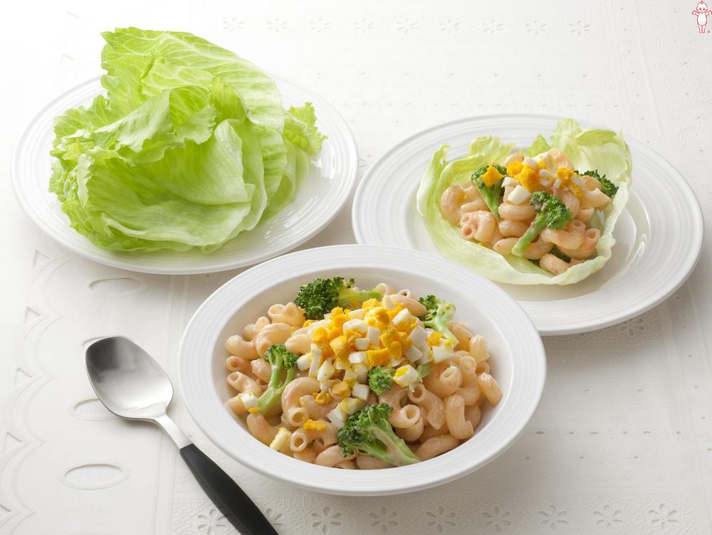 写真:ブロッコリーとマカロニのレタス巻きサラダ
