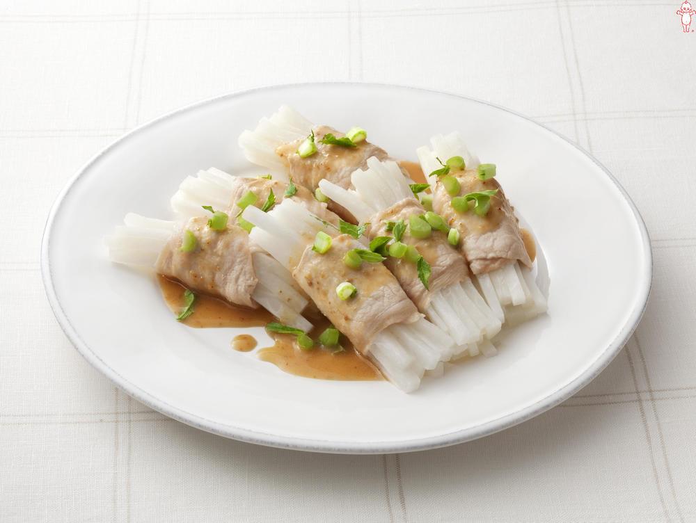 写真:レンジでかんたん!大根の豚肉巻きサラダ