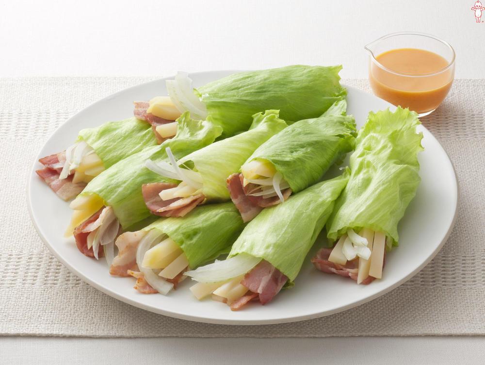 写真:じゃがいもとベーコンのレタス巻きサラダ