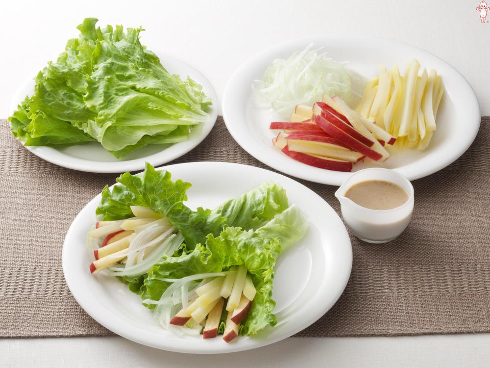 写真:じゃがいもとりんごのレタス巻きサラダ
