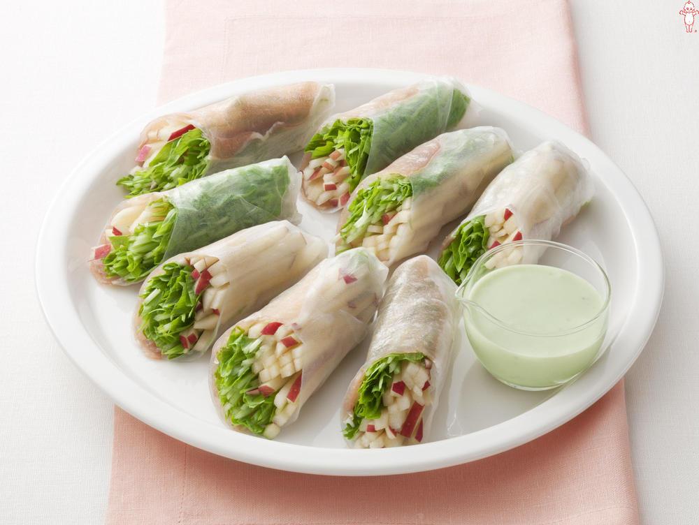 写真:水菜とりんごのバジル風味の生春巻きサラダ
