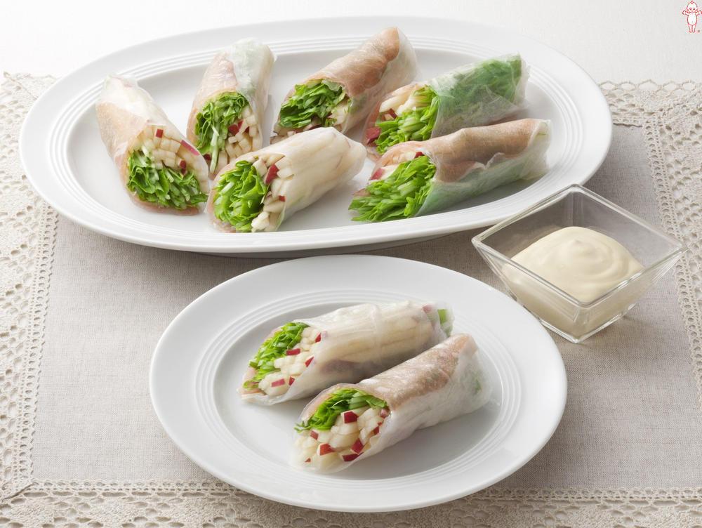 写真:水菜とりんごの生春巻きサラダ