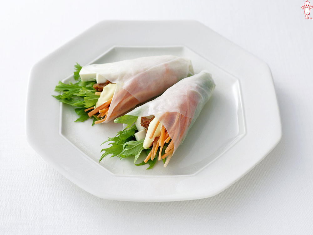 写真:水菜とにんじんと豆腐の生春巻きサラダ