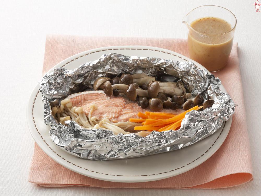 写真:オーブントースターでかんたん!鮭ときのこのホイル包み焼き