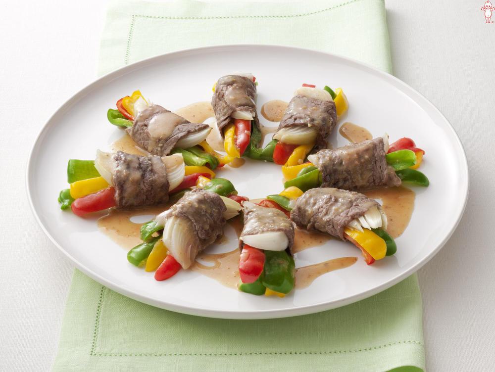 写真:レンジでかんたん!トリプルピーマンの牛肉巻きサラダ