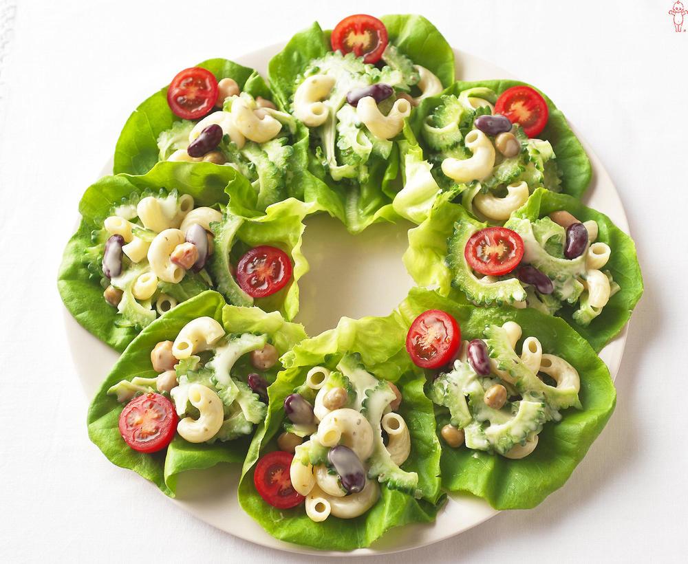 写真:ゴーヤーとマカロニのサラダ菜巻きサラダ