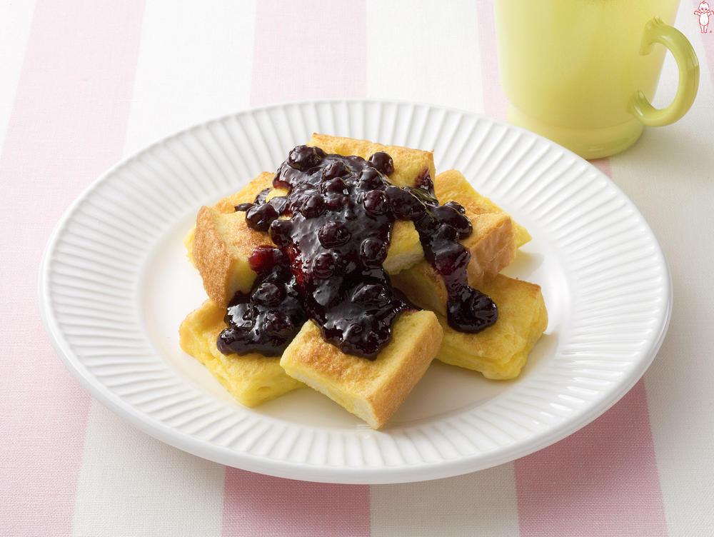 写真:ブルーベリージャムのフレンチトースト