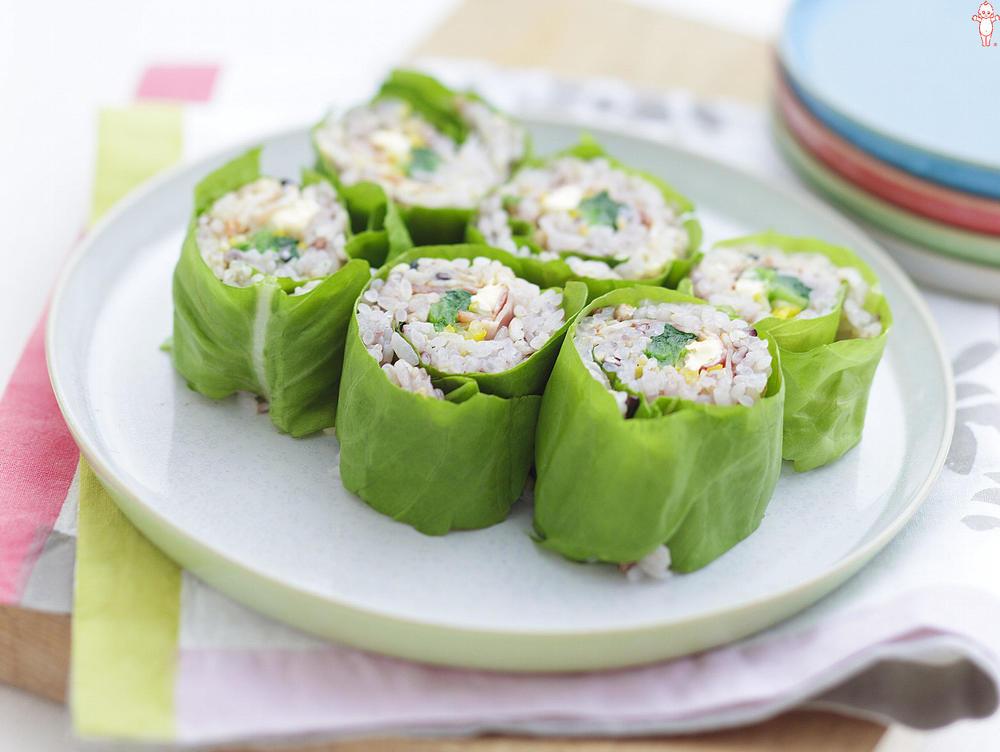 写真:五穀米と小松菜とベーコンのサラダ菜巻きサラダ