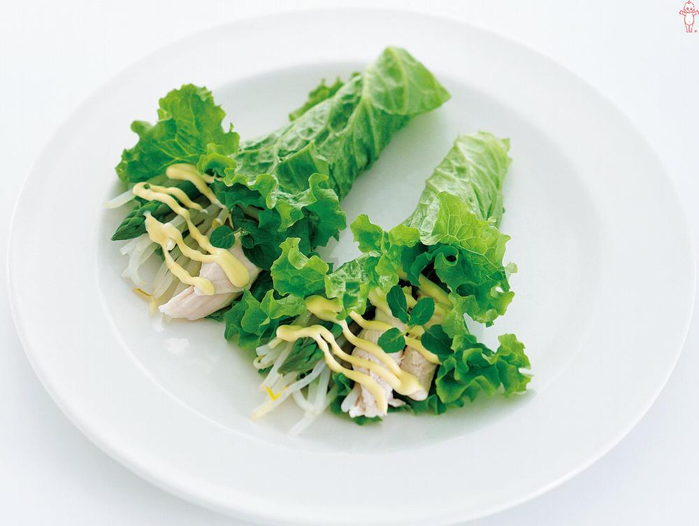 写真:アスパラガスとささみのリーフレタス巻きサラダ