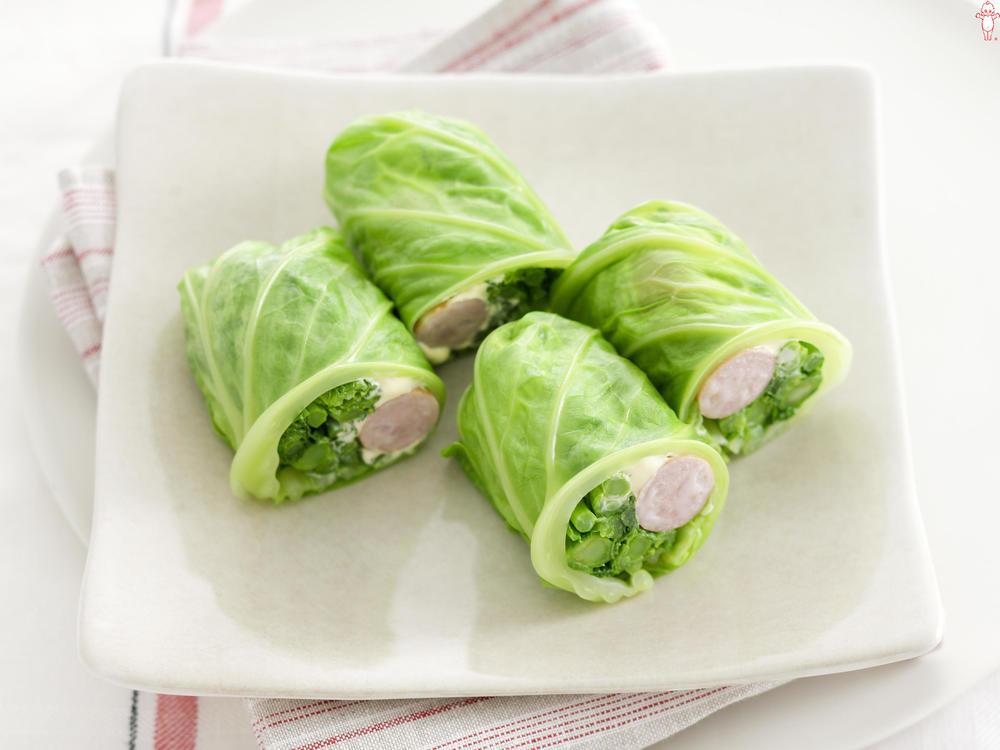 写真:菜の花とソーセージのキャベツ巻きサラダ