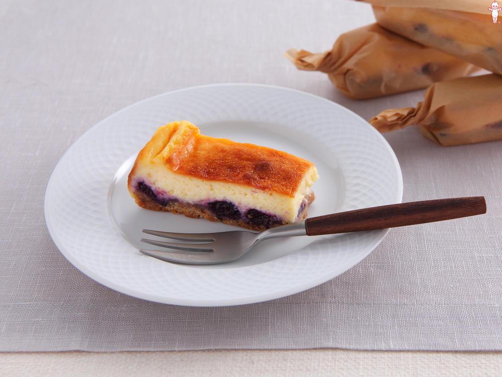 写真:ブルーベリーのスティックチーズケーキ
