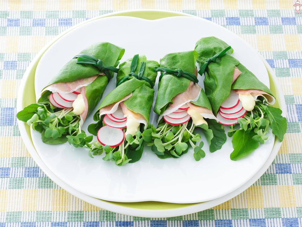 写真:ルッコラと生ハムのサラダ菜巻きサラダ