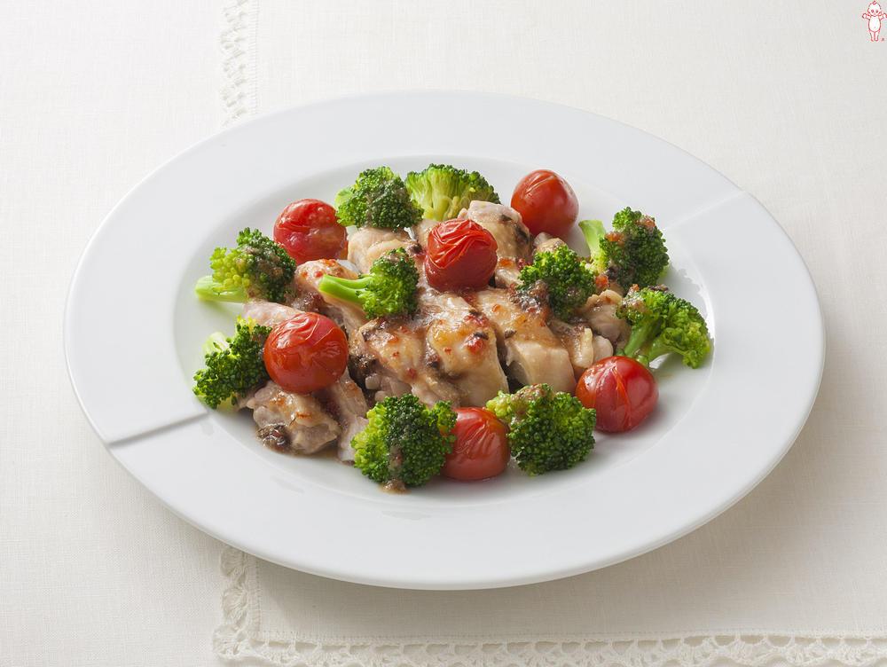 写真:レンジでかんたん!ブロッコリーと鶏肉の蒸しサラダ