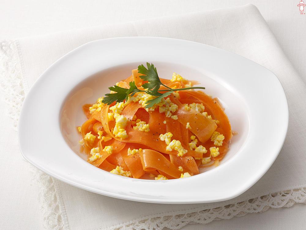 写真:にんじんとゆで卵のレモン風味サラダ
