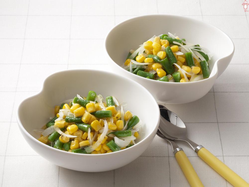 写真:いんげんと玉ねぎのコーンサラダ