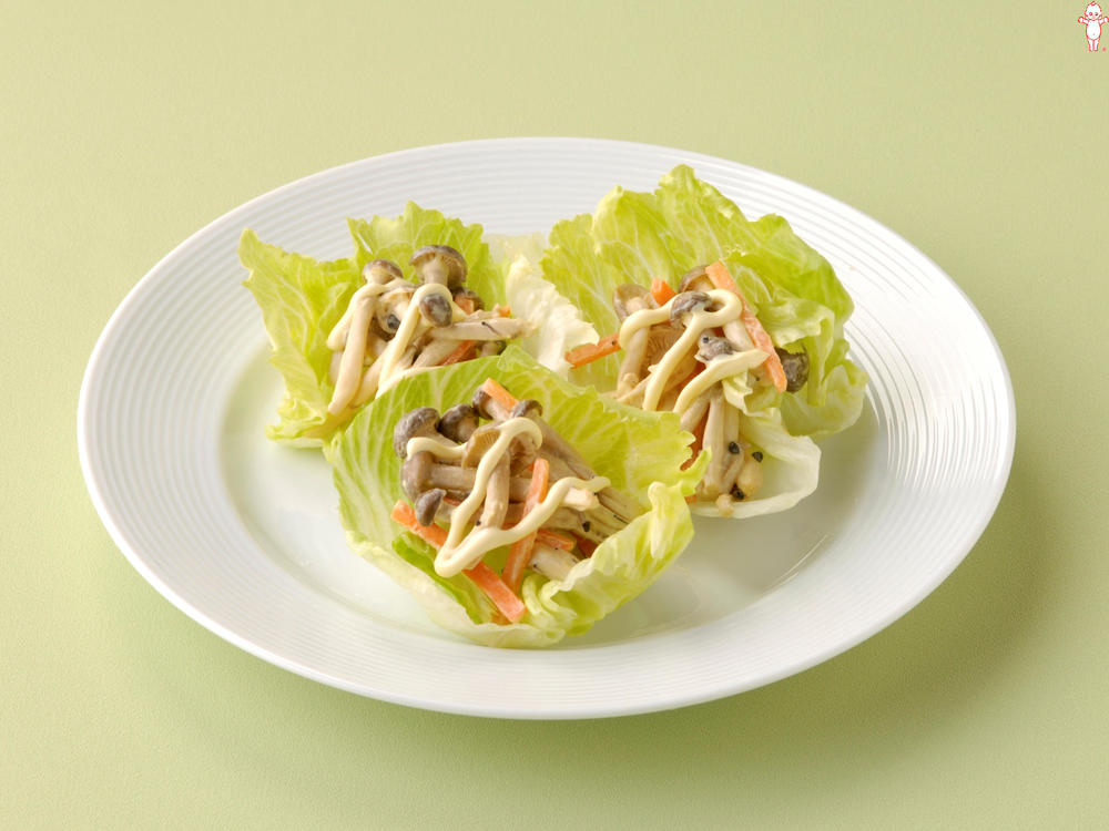写真:きのこマヨ炒めのレタス巻きサラダ