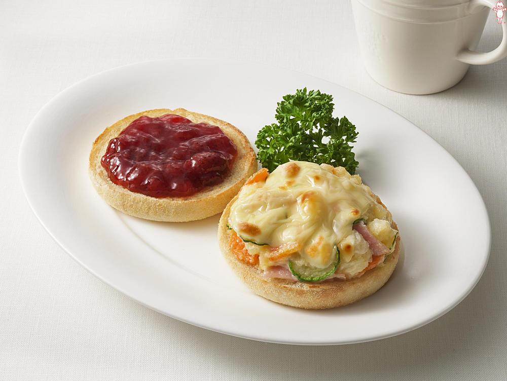 写真:ポテトサラダが大活躍!ポテサラとイチゴのマフィントースト