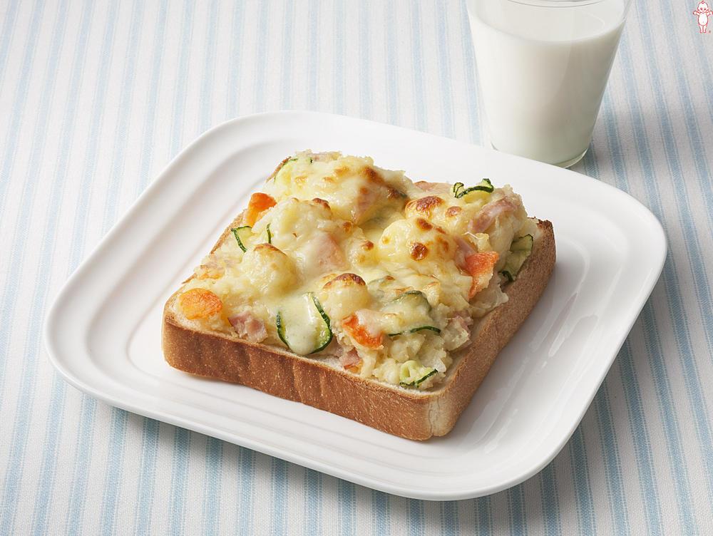 写真:ポテトサラダが大活躍!チーズトースト
