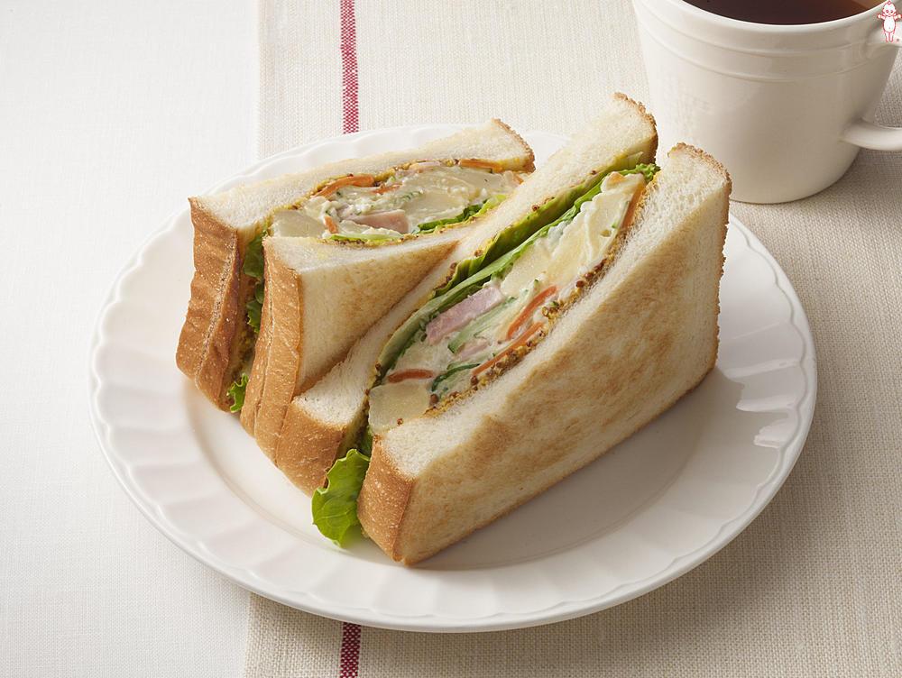写真:ポテトサラダが大活躍!マスタードサンドイッチ