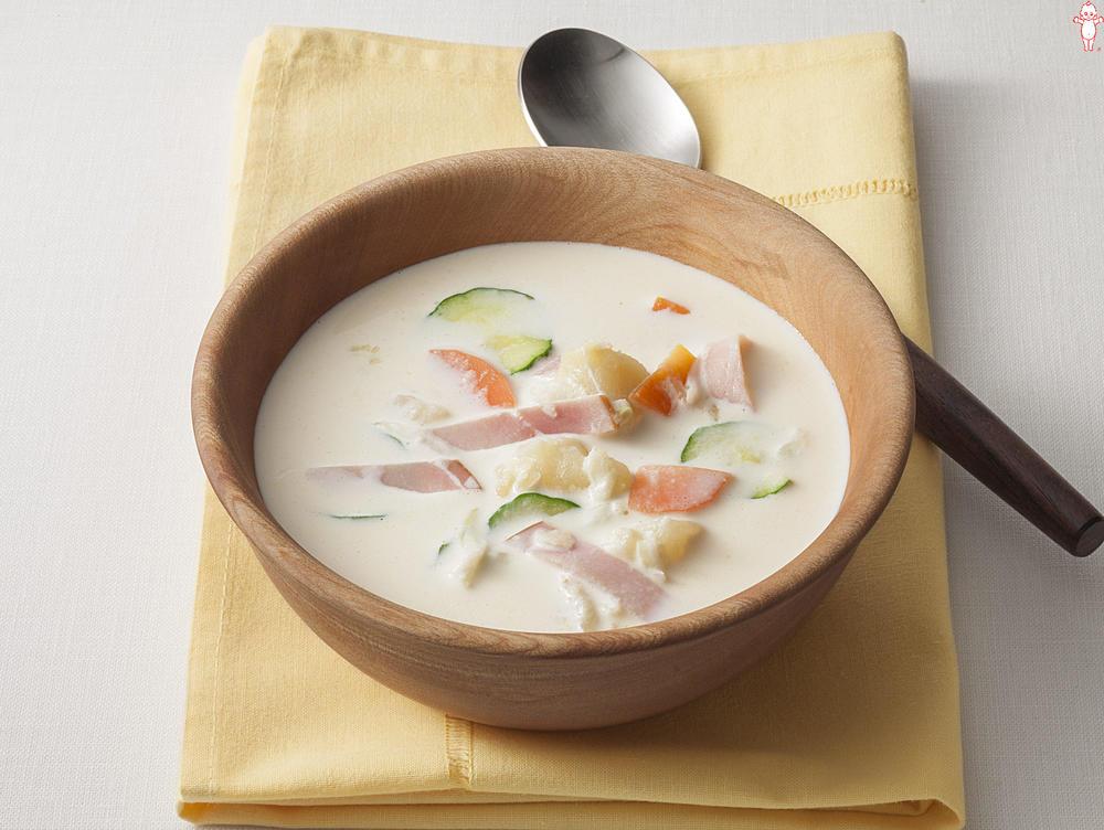 写真:ポテトサラダが大活躍!ホワイトスープ