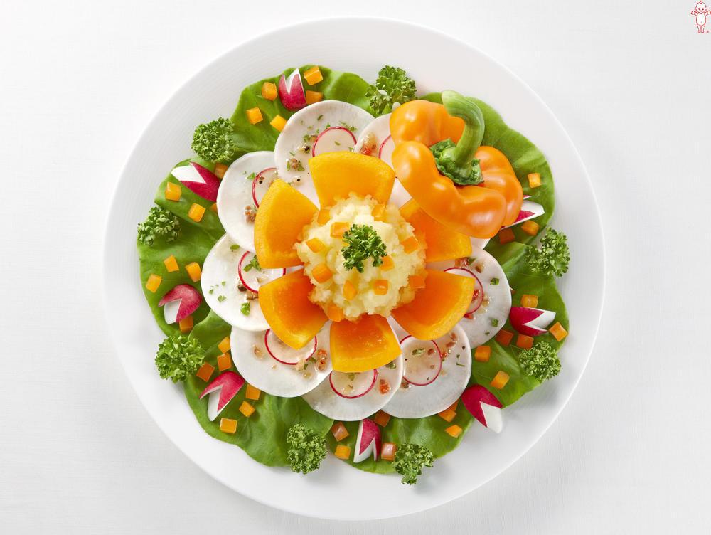 写真:パプリカとかぶとラディッシュのサラダ