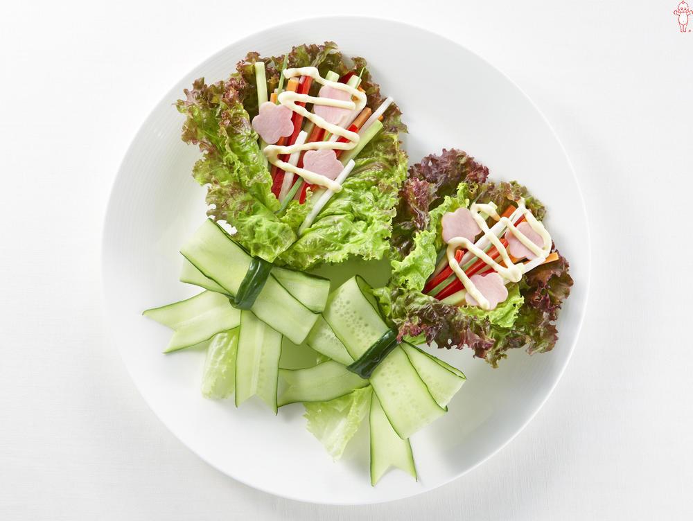 写真:きゅうりとにんじんとハムの花束サラダ