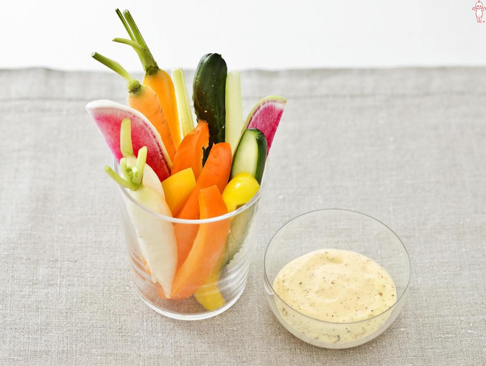 写真:カラフル野菜のスティック ペッパーマヨディップ