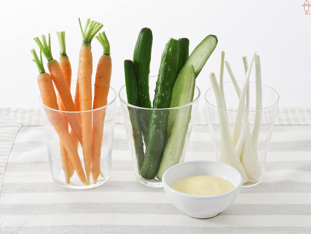写真:3色野菜のスティック 辛子味噌マヨディップ