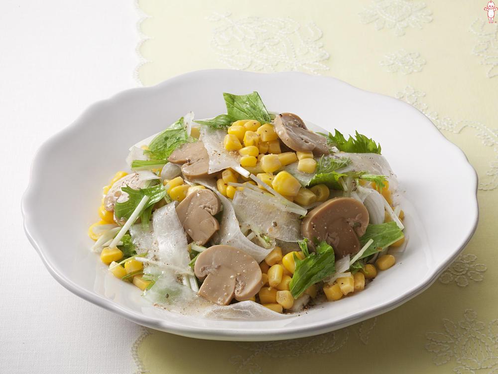 写真:リボン大根とマッシュルームのサラダ