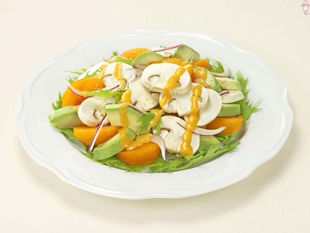 写真:マッシュルームとフルーツのサラダ
