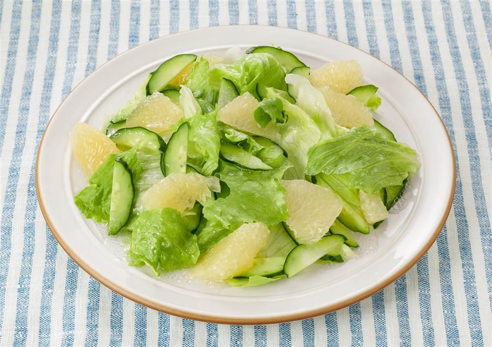 写真:グレープフルーツのグリーンサラダ
