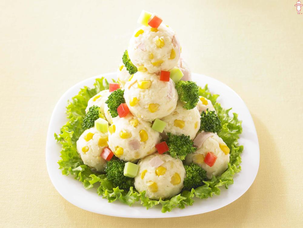 写真:彩りコーンのツリーポテトサラダ