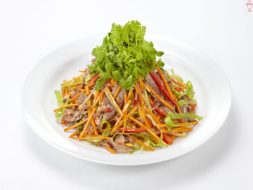 写真:牛肉とせん切り野菜のサラダ