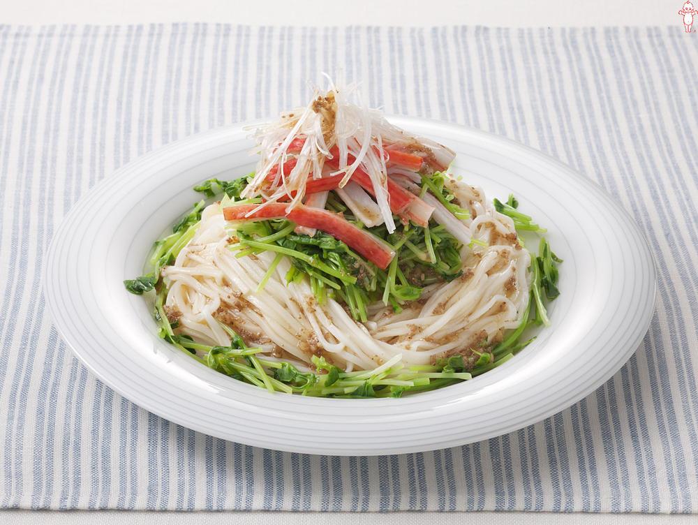 写真:豆苗とかにかまのサラダひやむぎ
