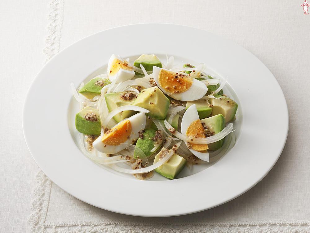写真:アボカドとゆで卵のマスタードサラダ