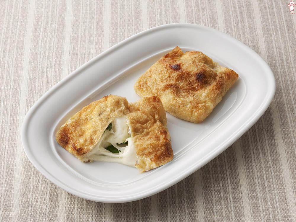 写真:油揚げのモッツァレラチーズ焼き