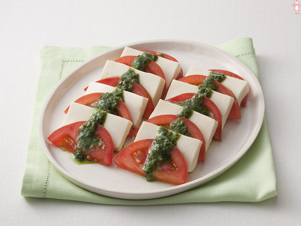 写真:トマトと絹ごし豆腐のカプレーゼ風