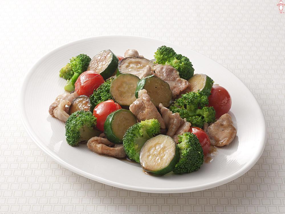写真:ズッキーニとブロッコリーの炒め物