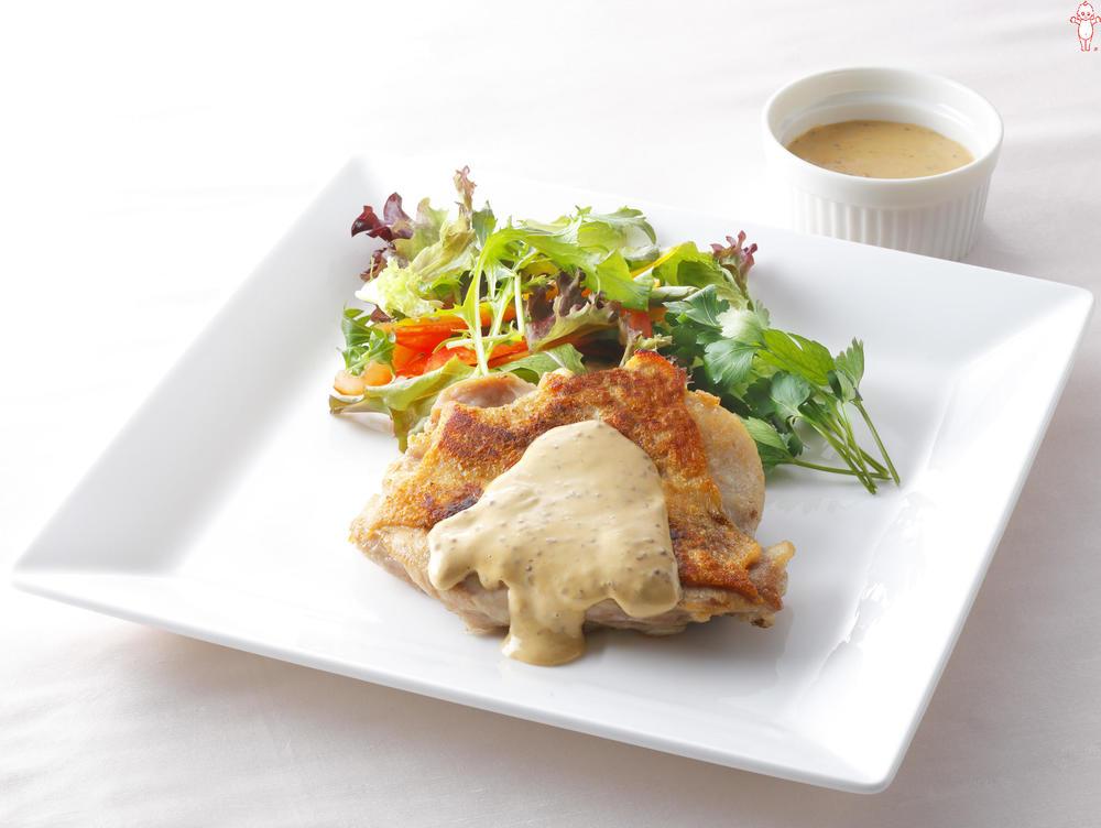 写真:鶏もも肉のソテー オイマヨソース
