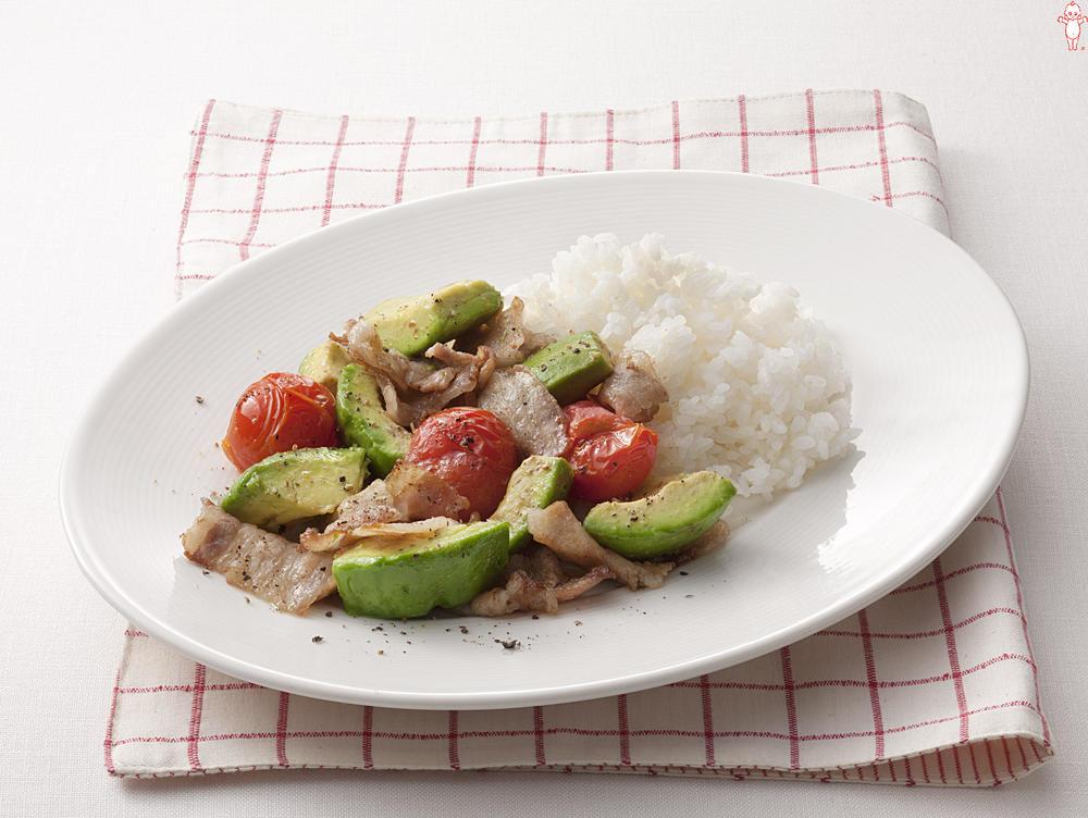 写真:アボカドと豚肉のマヨネーズ炒めプレート