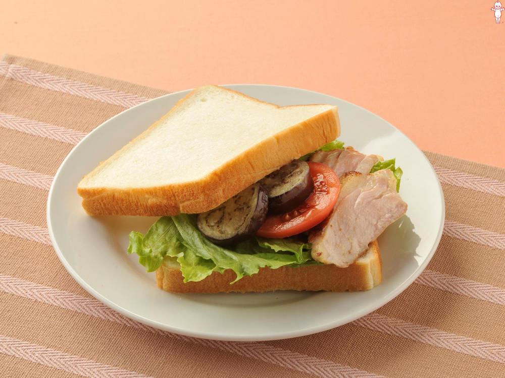 写真:夏野菜と鶏マヨバーガー