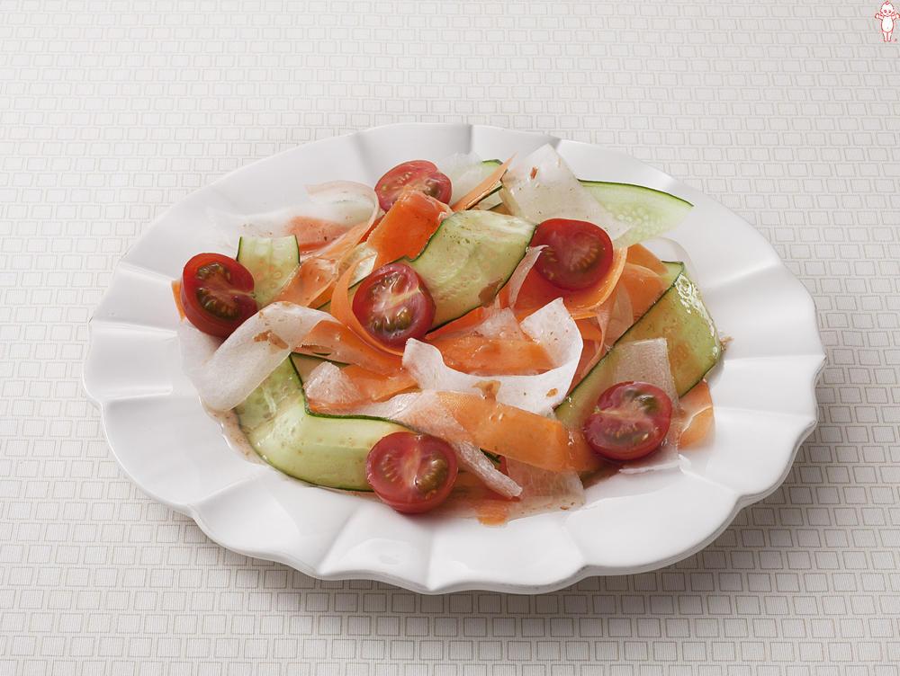 写真:ひらひらリボンの梅サラダ