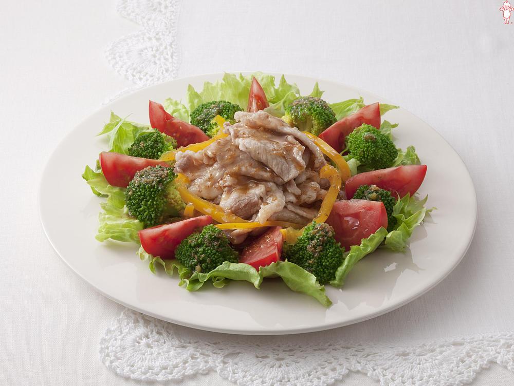 写真:トマトとブロッコリーのつるっと豚しゃぶサラダ