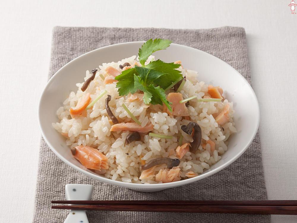 写真:塩鮭ときのこの和風ご飯