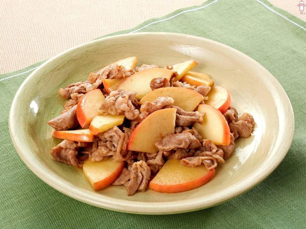 写真:りんごと豚肉のマヨネーズ炒め